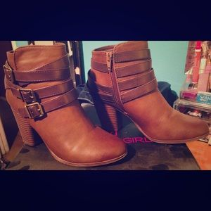 Gently worn Madden Girl Ankle Boots Brown. Sz 7.5